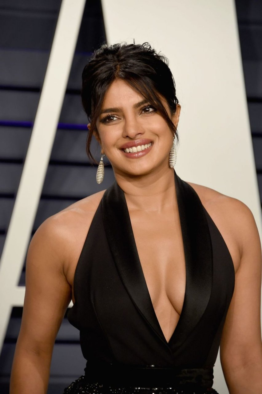 Priyanka Chopra Sexy (33 Photos)
