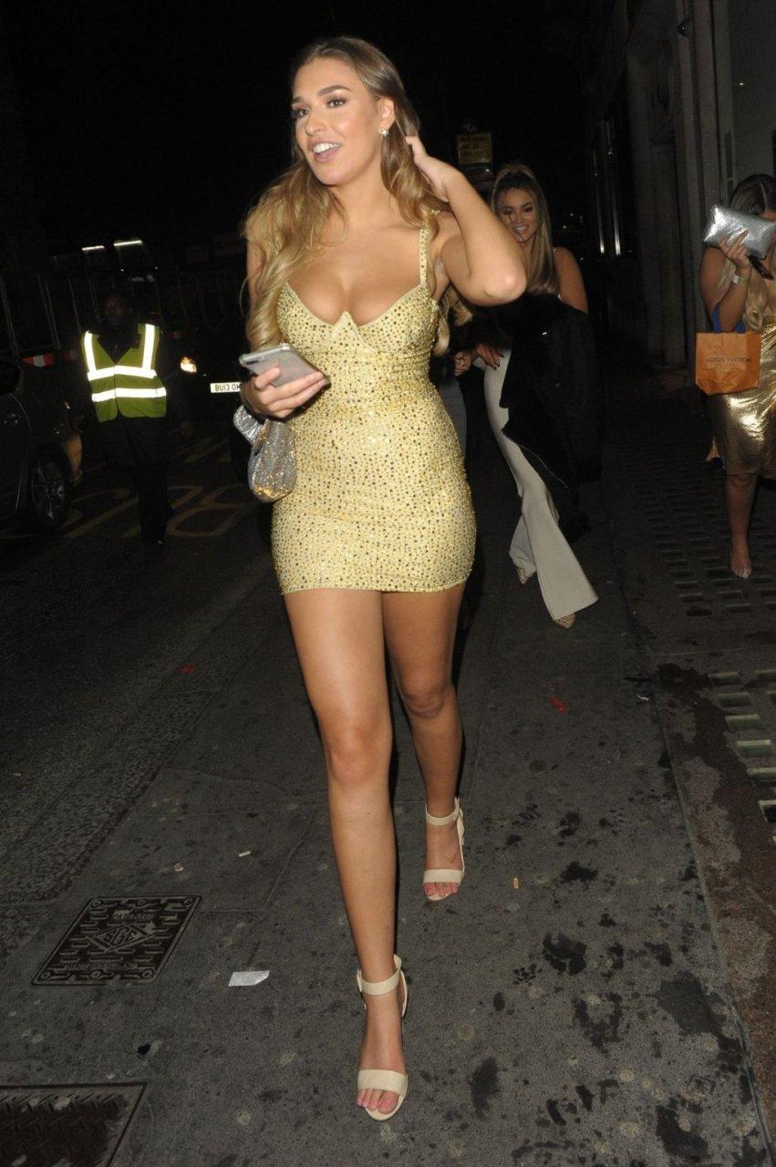 Zara McDermott Sexy (4 Photos)