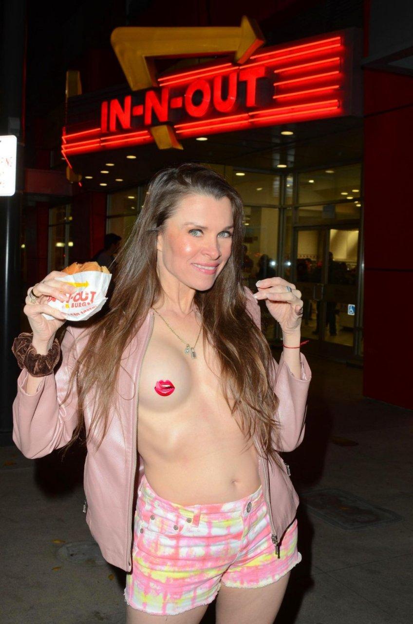 Alicia Arden Topless (3 Photos)