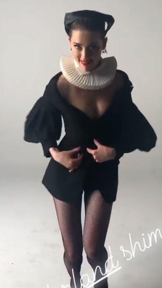 Amber Heard Nude & Sexy (26 Photos + Video)