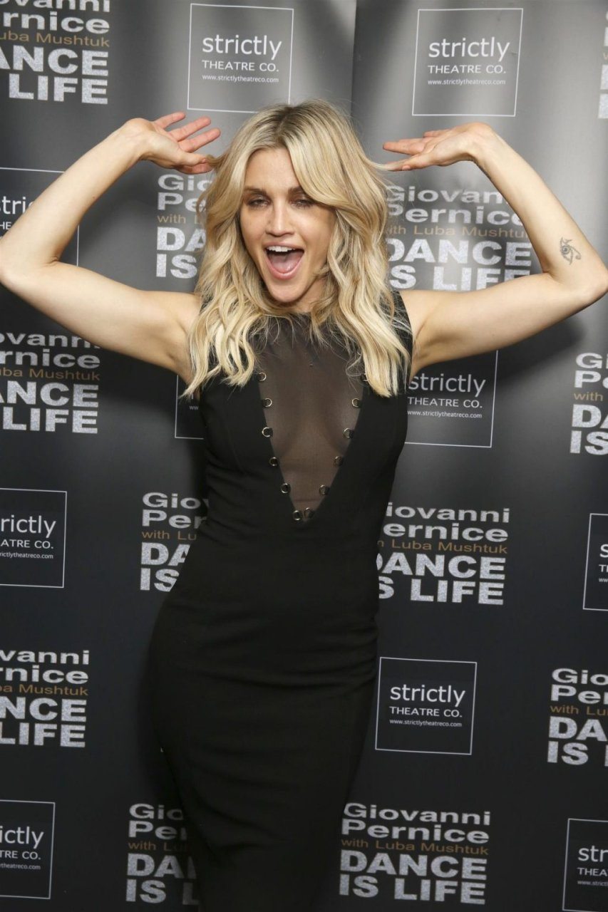 Ashley Roberts Sexy (21 Photos)