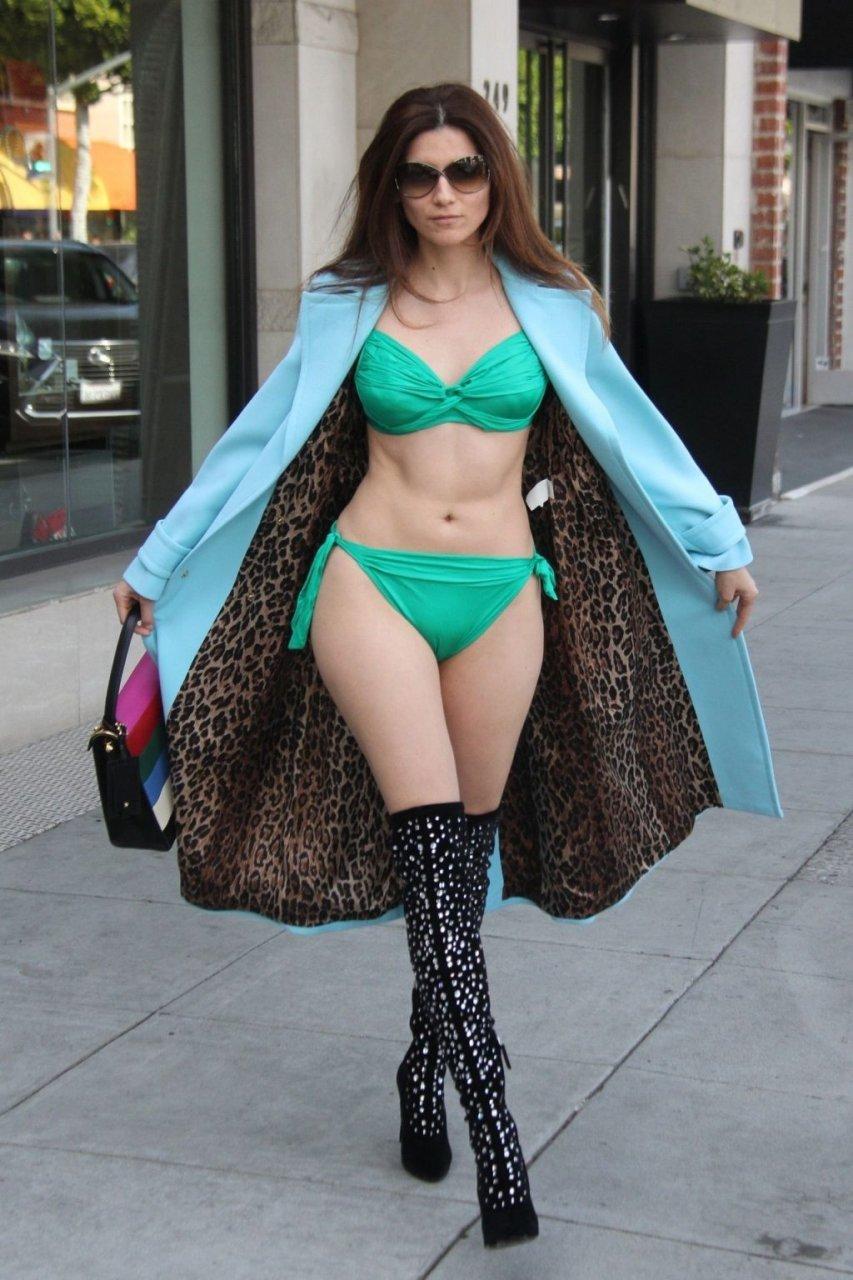 Obersovszky nackt Lara  41 Hottest