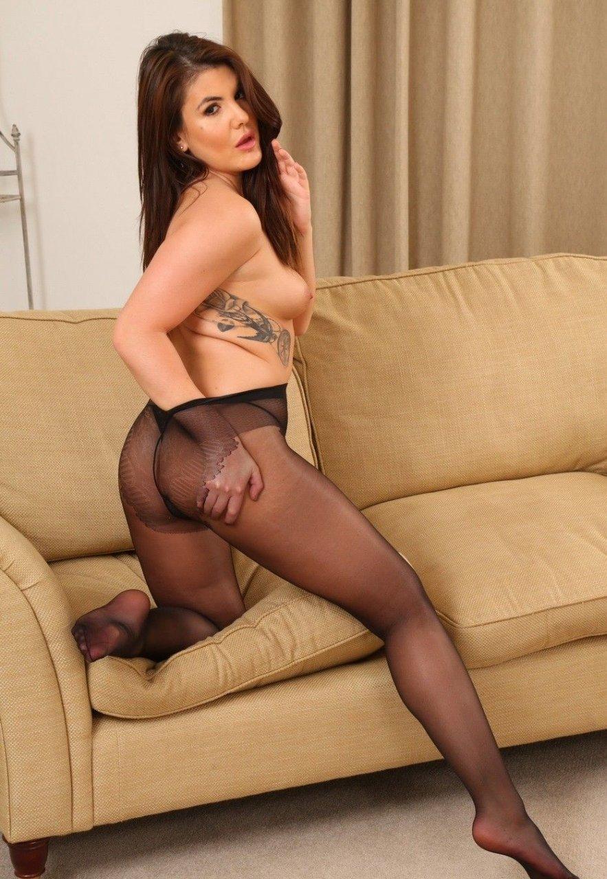 Briony Murray Nude & Sexy (64 Photos)