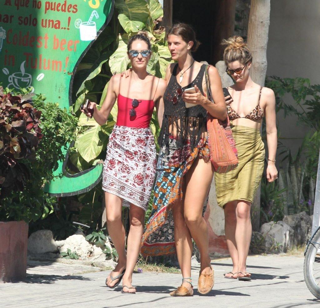 Candice Swanepoel Sexy (37 Photos)