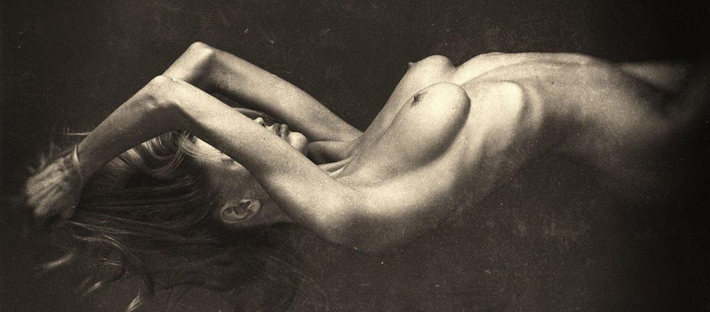Charlotte McKinney (2 Nude Photos)