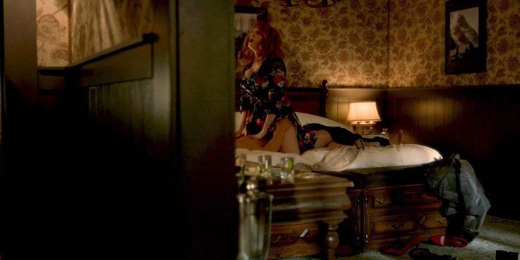 Christina Hendricks Sexy – Tin Star (4 Pics + GIF & Video)