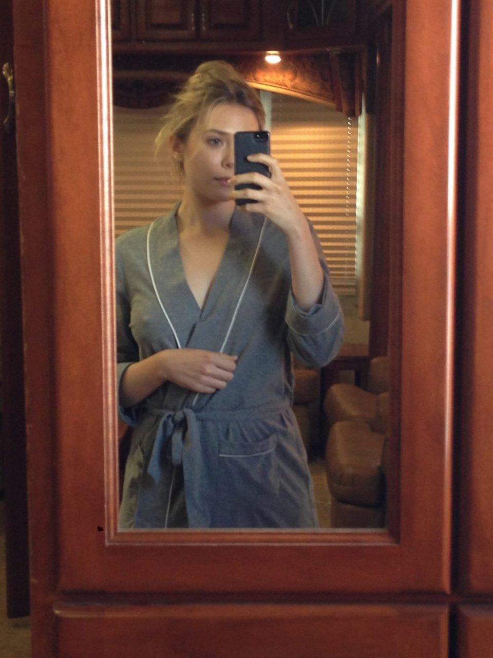 Elizabeth Olsen Nude & Sexy Leaked Fappening (3 Photos)