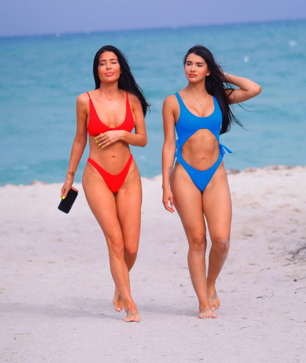 Gemma Lee Farrell & Paula Suarez Sexy (16 Photos)
