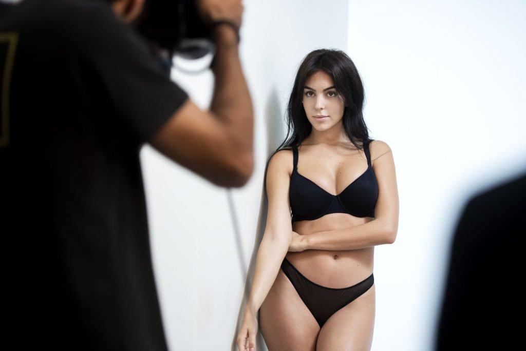 Georgina Rodriguez Sexy (8 New Photos)