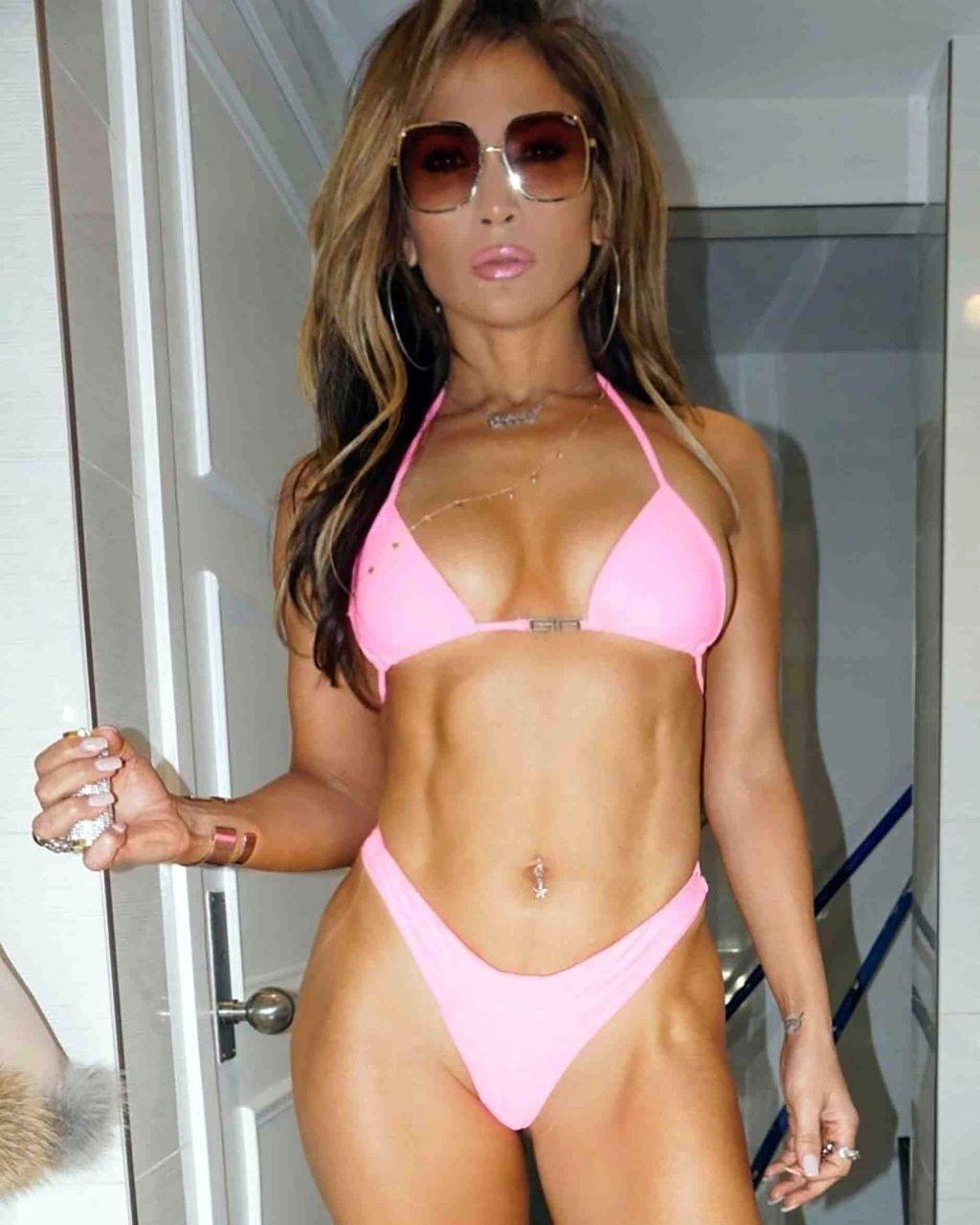 Jennifer Lopez Sexy (1 New Pic)