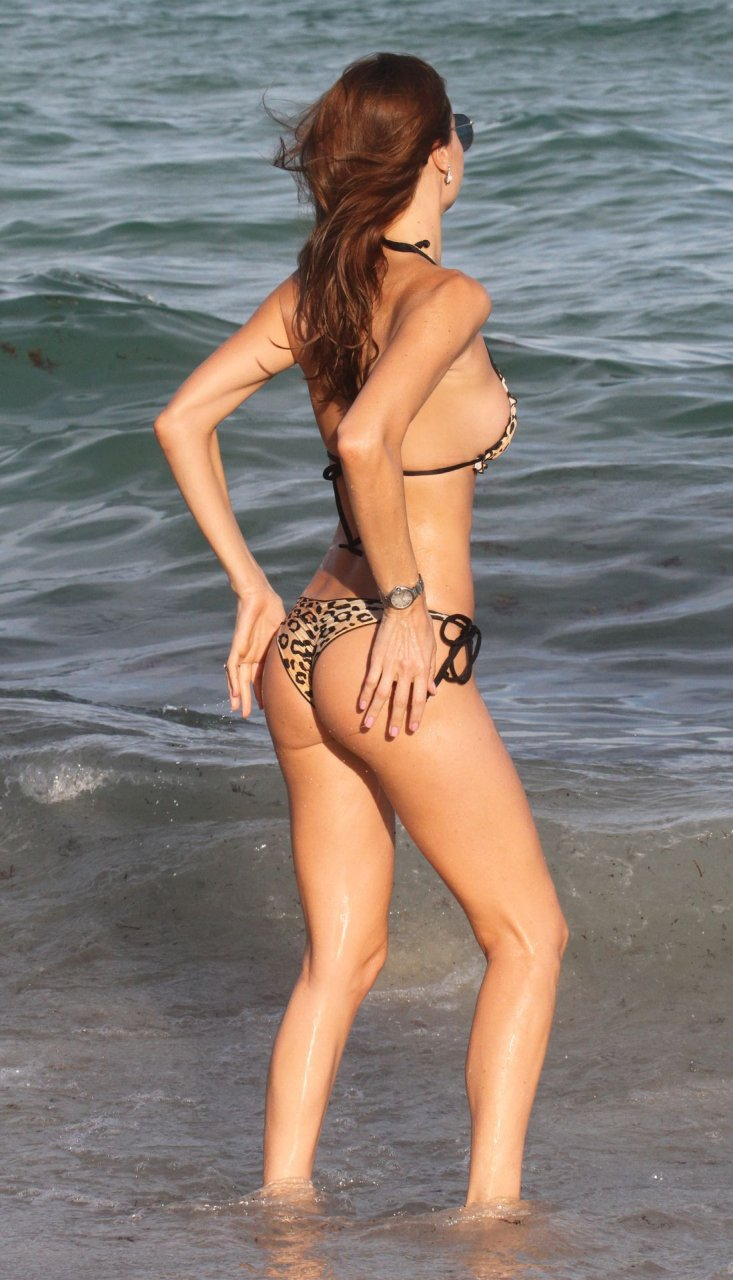 Julia pereira bikini and some cameltoe as a bonus on the beach in miami