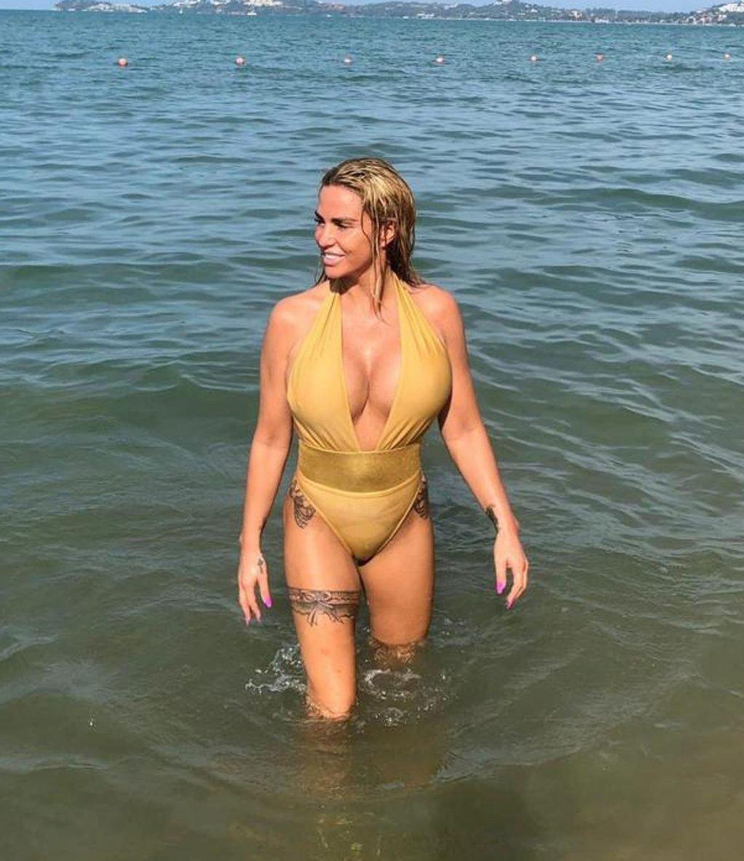 Katie Price Sexy (5 Photos)