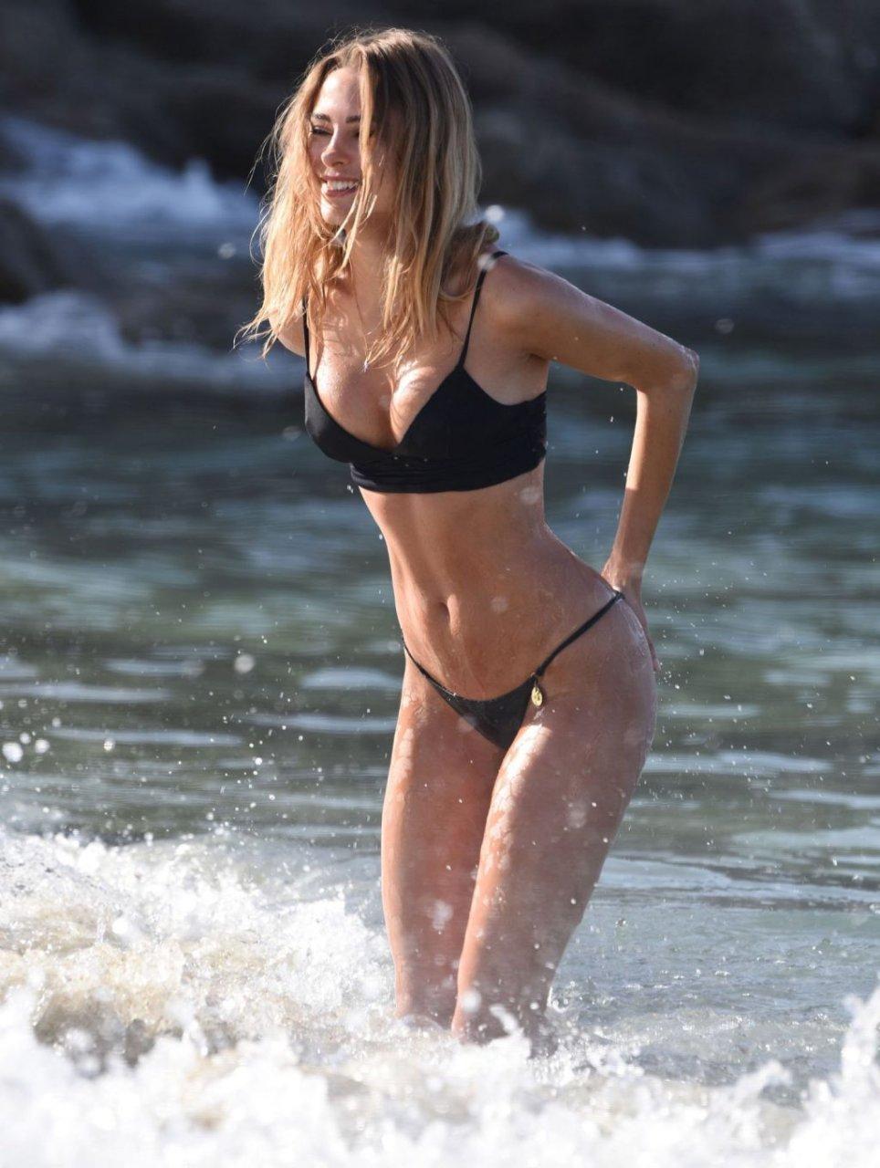 Kimberley Garner Sexy (29 Photos)