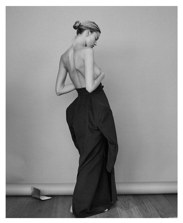 Martha Hunt Nude & Sexy (3 Photos)