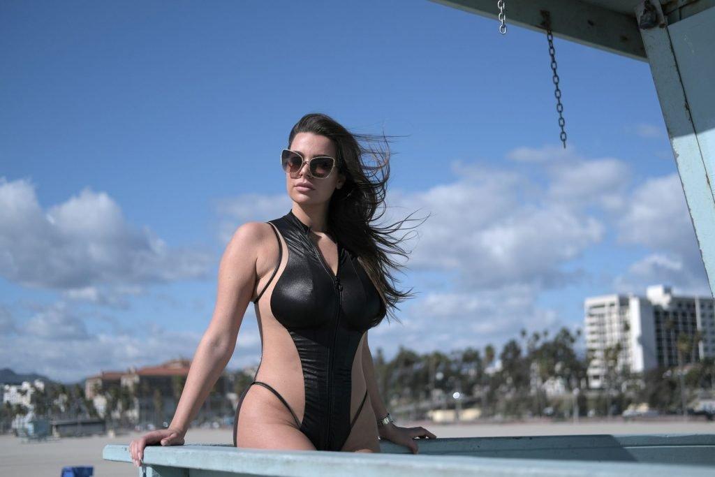 Nadine Mirada Sexy (22 Photos)