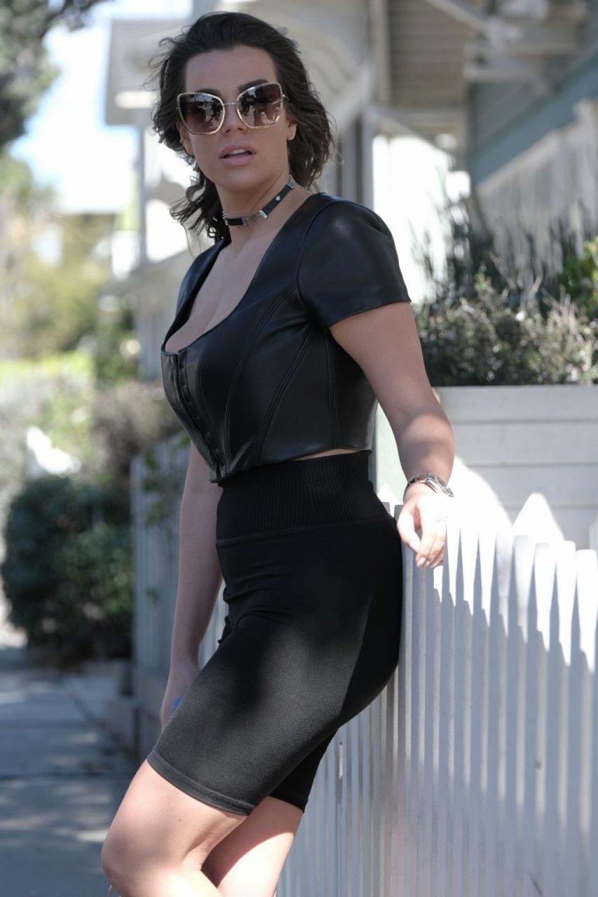 Nadine Mirada Sexy (24 Photos)