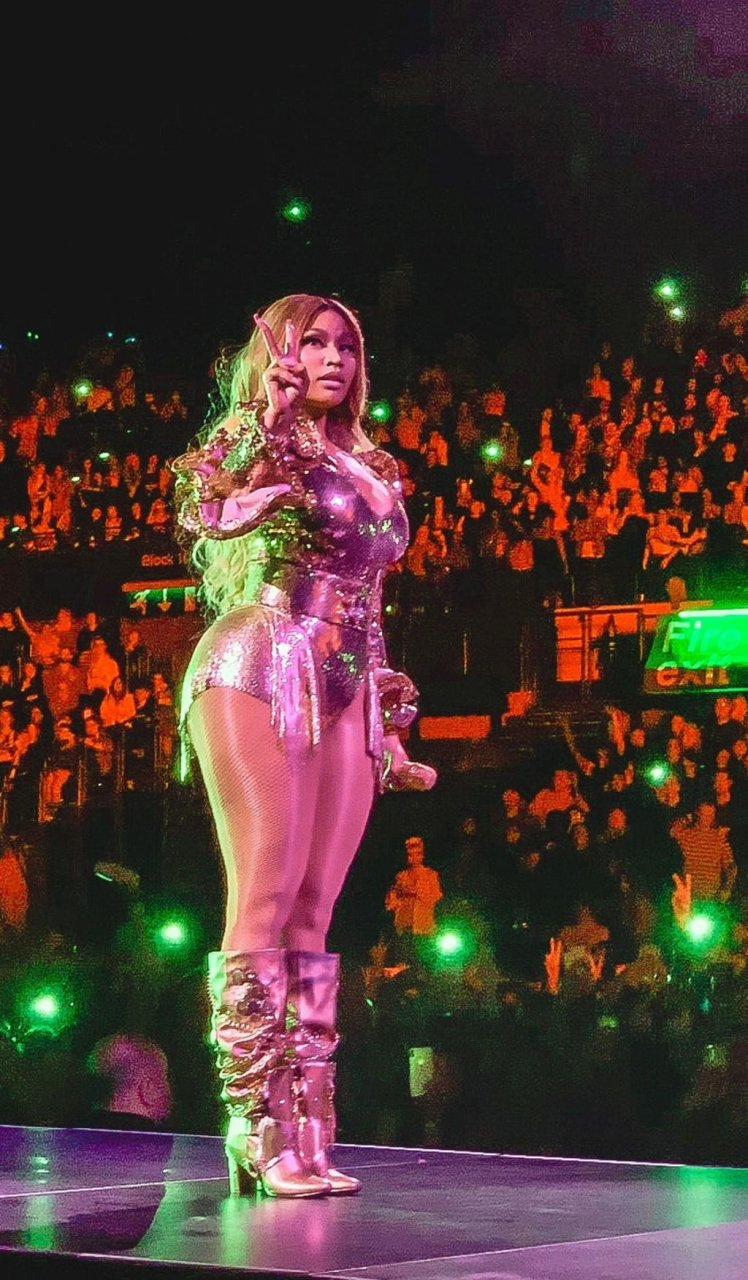 Nicki Minaj Sexy (14 Photos + Video)