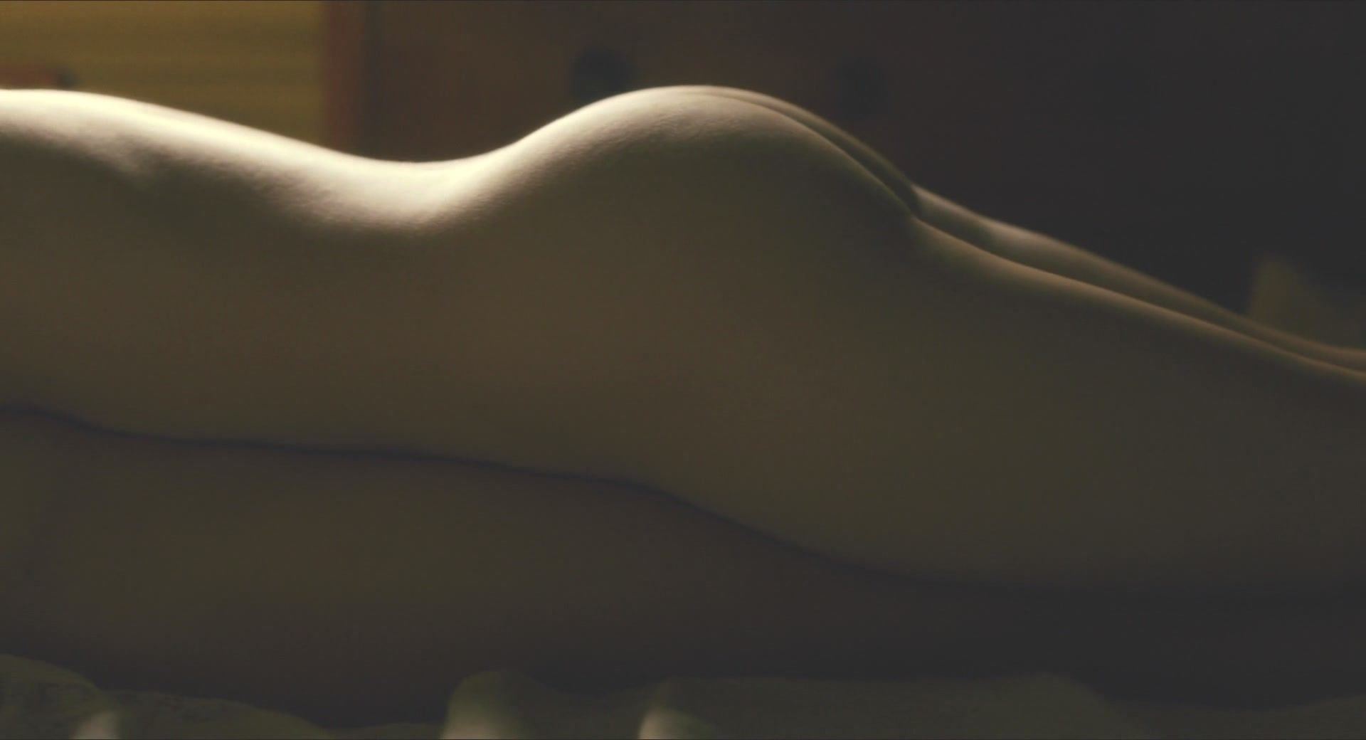 tscharre nude