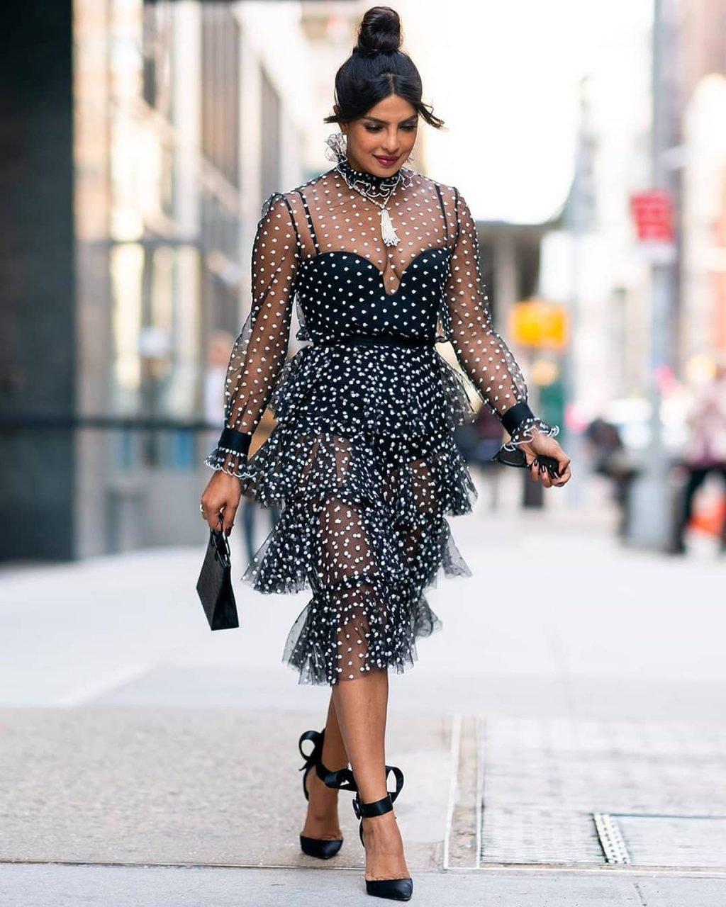 Priyanka Chopra Sexy (12 Photos)