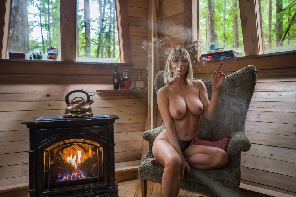 Sara Jean Underwood Topless (1 New Photo)