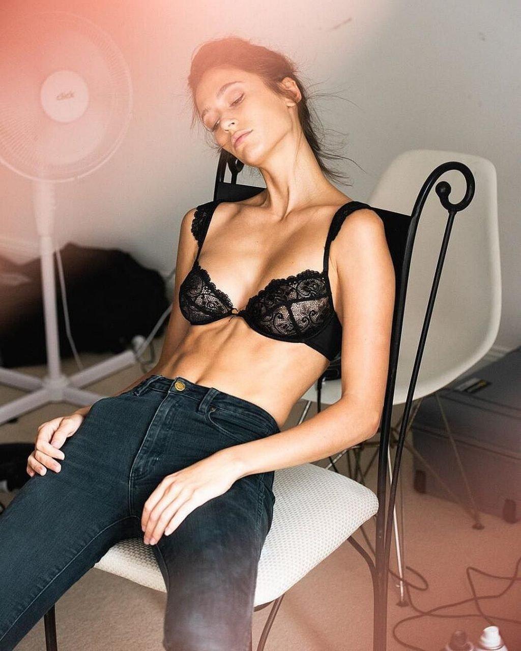 Stefanny Agius Sexy (50 Photos)