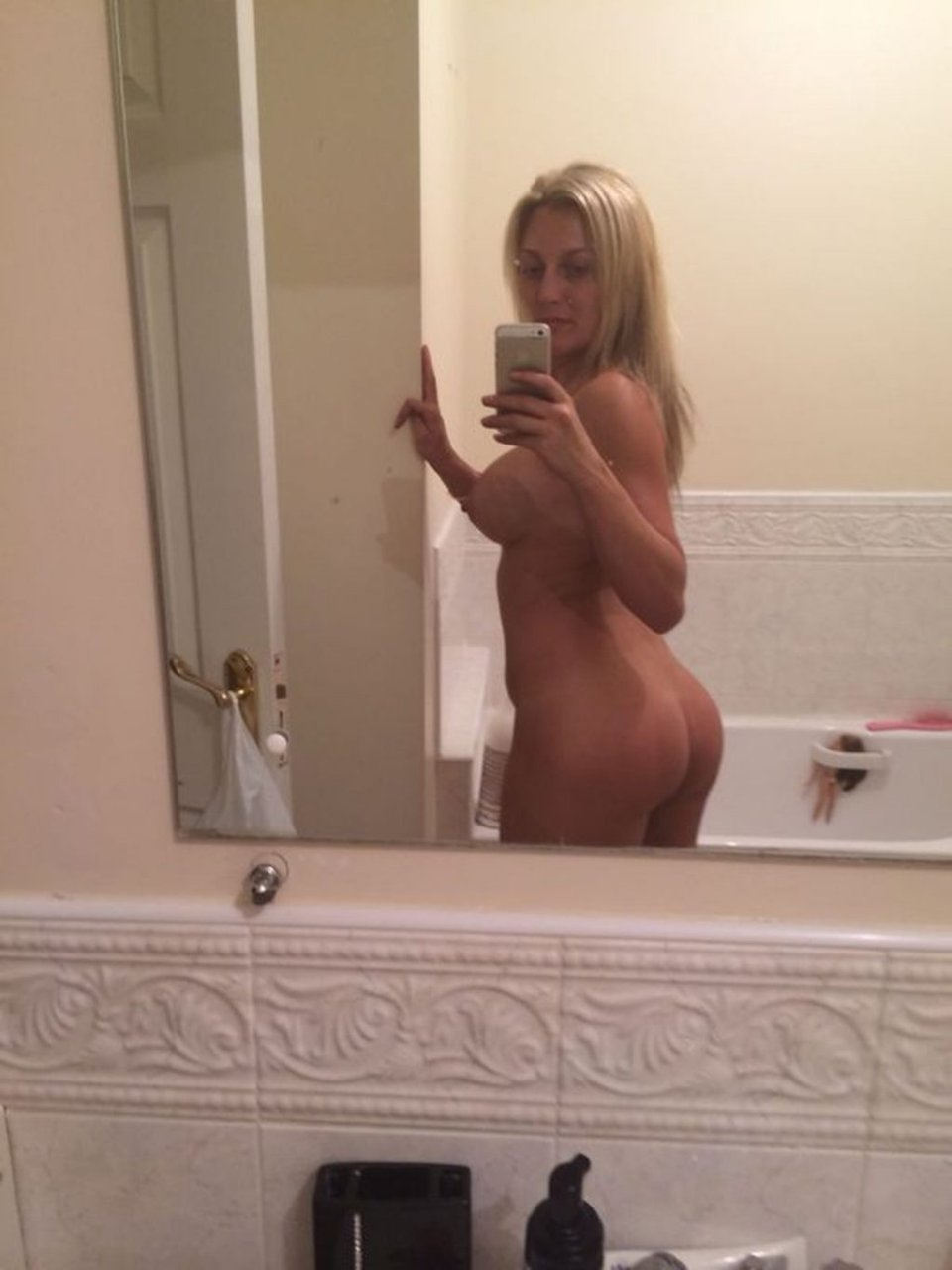 Suzanne Collins Nude & Sexy Leaked Fappening (69 Photos)