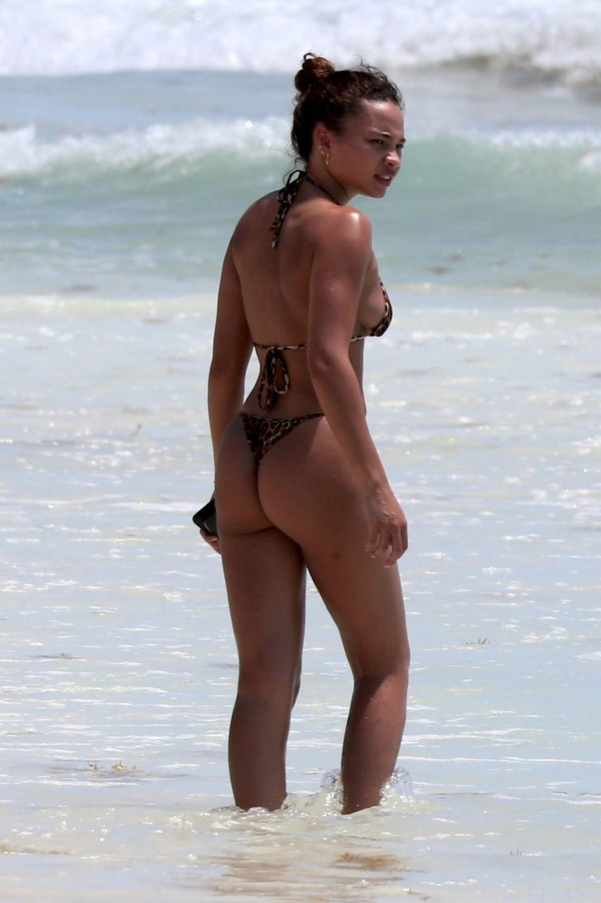 Ashley Moore  nackt