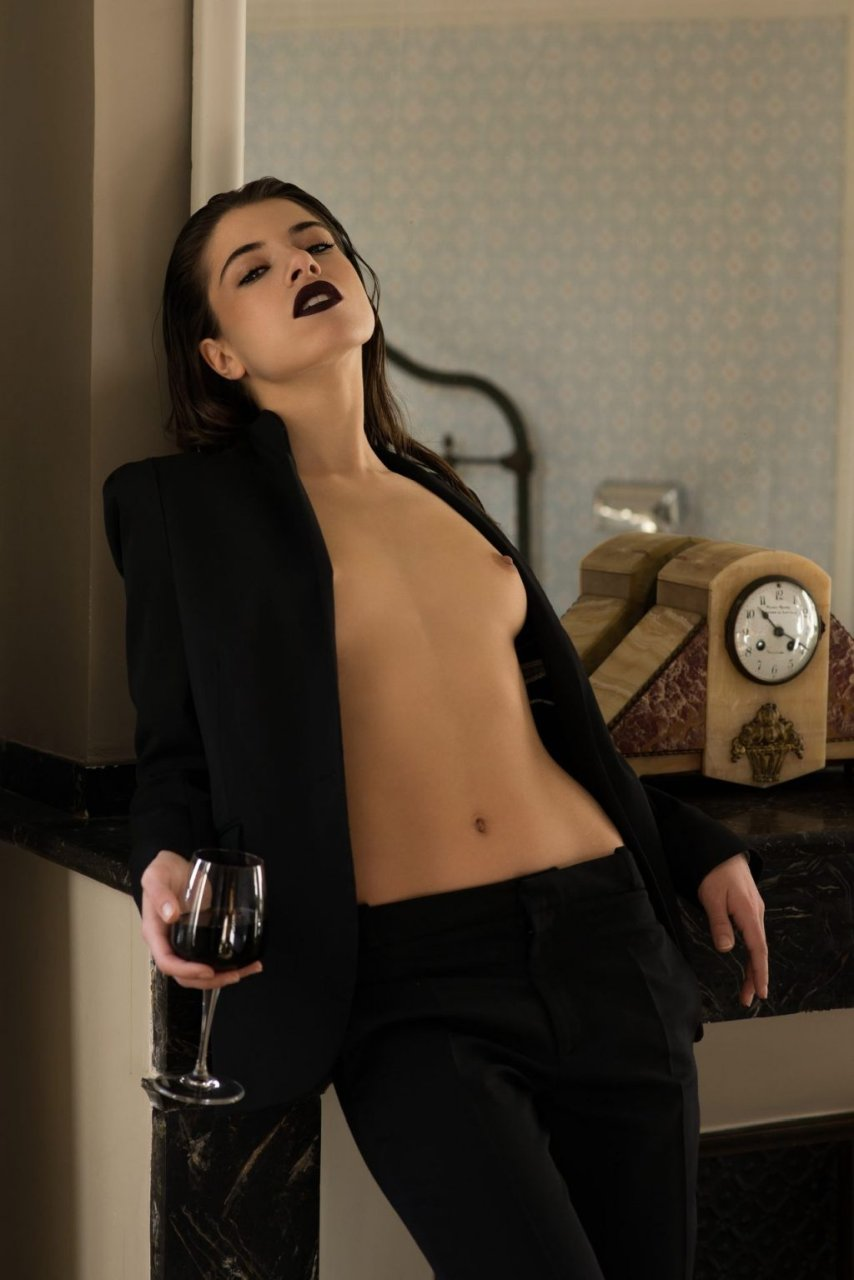 Chiara Bianchino Sexy & Topless (7 Photos)