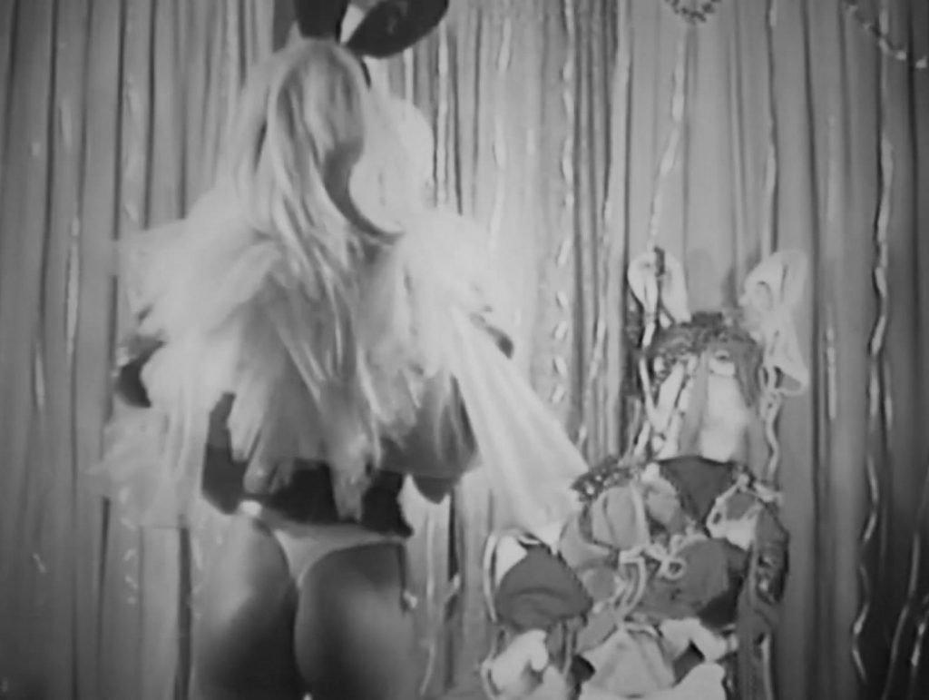 Emily Ratajkowski Sexy (25 Photos + GIFs & Video)
