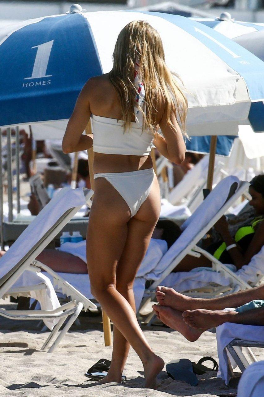 Eugenie Bouchard Sexy (36 Photos)