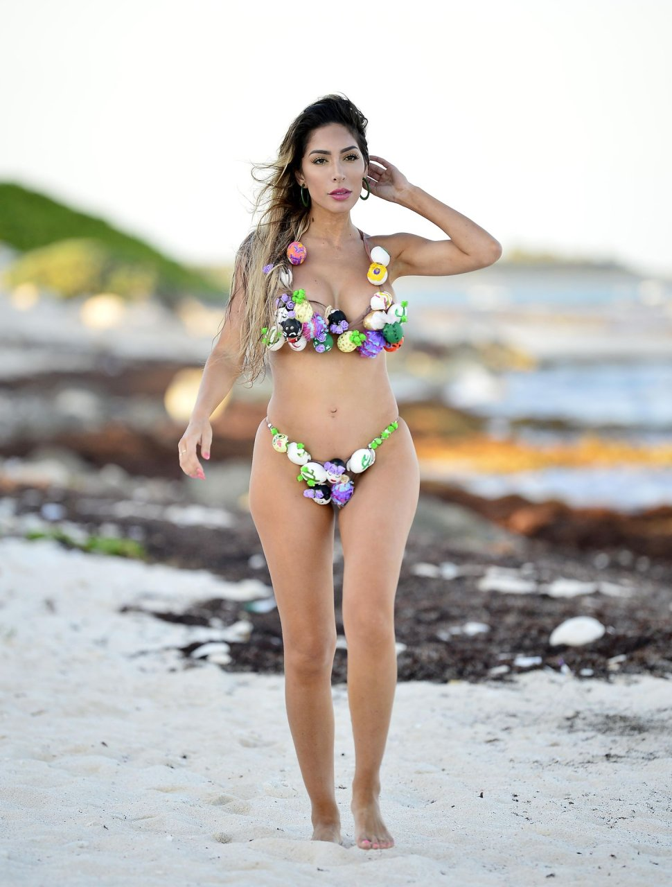 Farrah Abraham covers her body in Easter eggs as she shoots an Easter themed bikini shoot during the sunset 21-04-2019