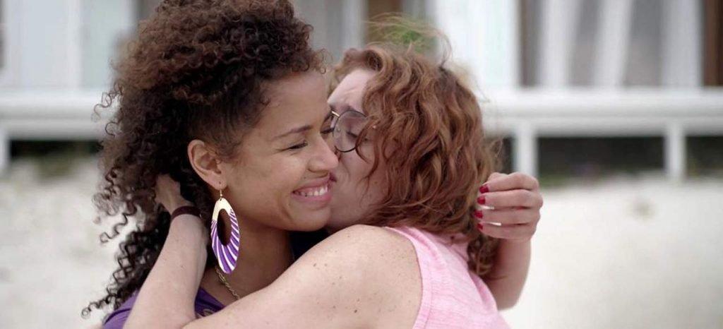 Gugu Mbatha-Raw & Mackenzie Davis Sexy Lesbians – Black Mirror (4 Pics + GIF & Video)