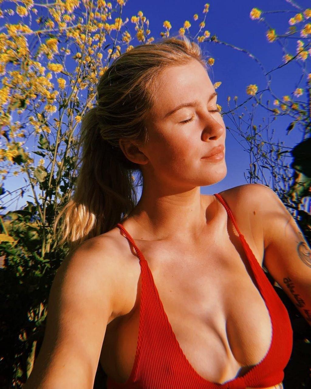 Ireland Baldwin Sexy & Topless (11 Photos + GIFs)