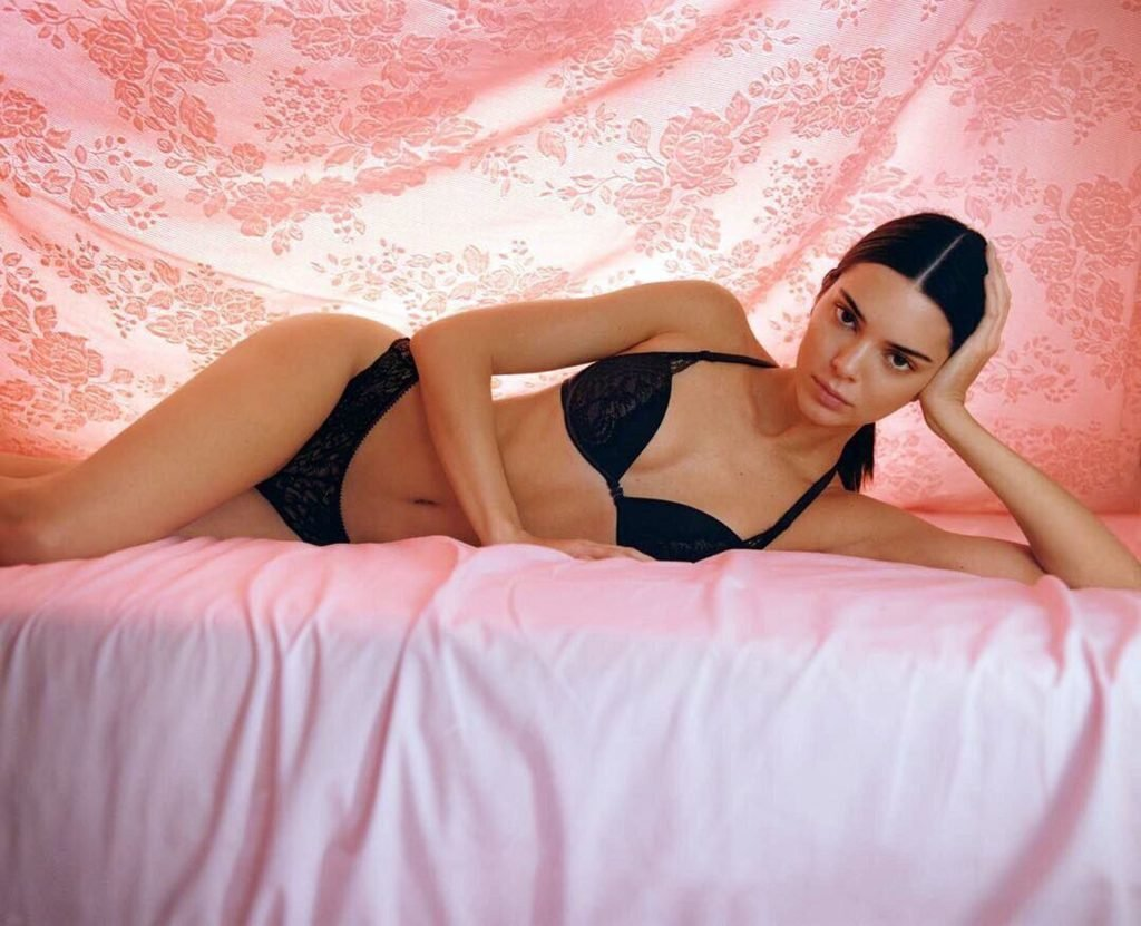 Kendall Jenner Sexy (8 Hot Photos)