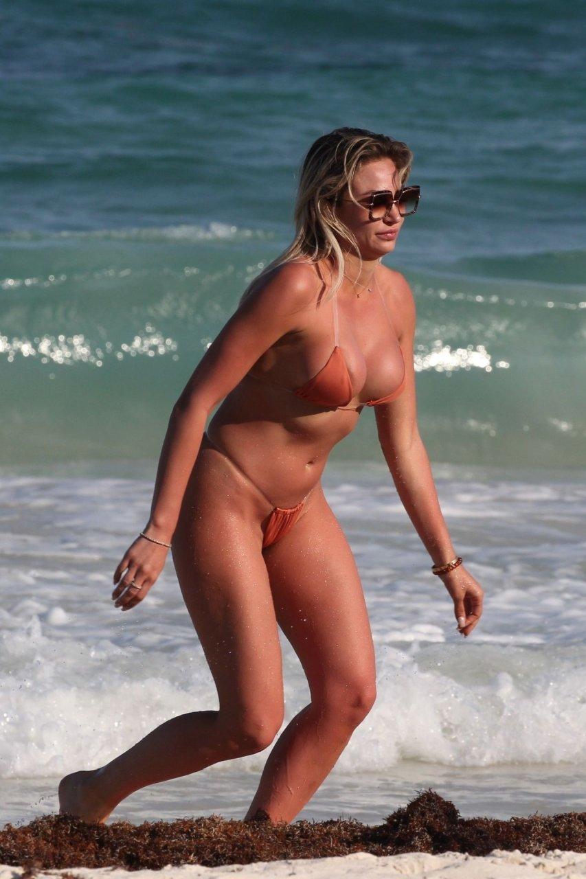 kardashian photo Khloe bikini