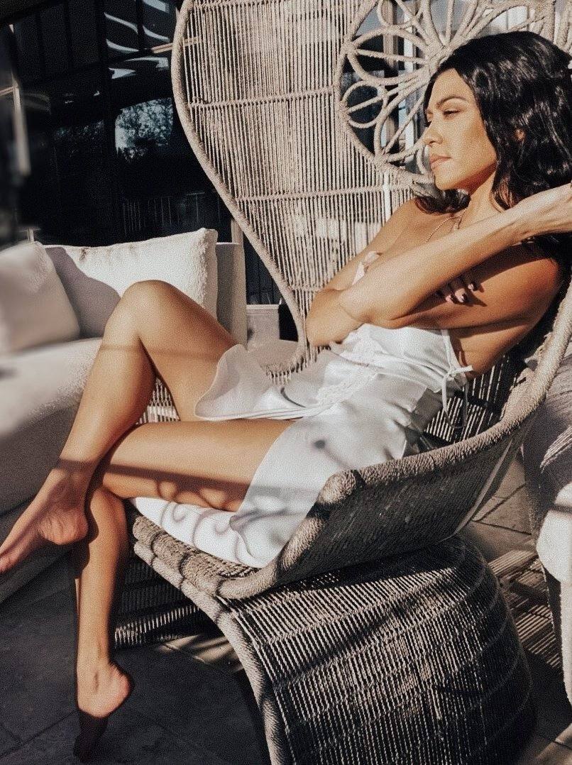 Kourtney Kardashian Nude & Sexy (7 Photos)