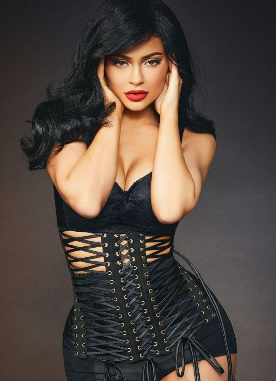 Kylie Jenner Hot (9 Sexy Photos)