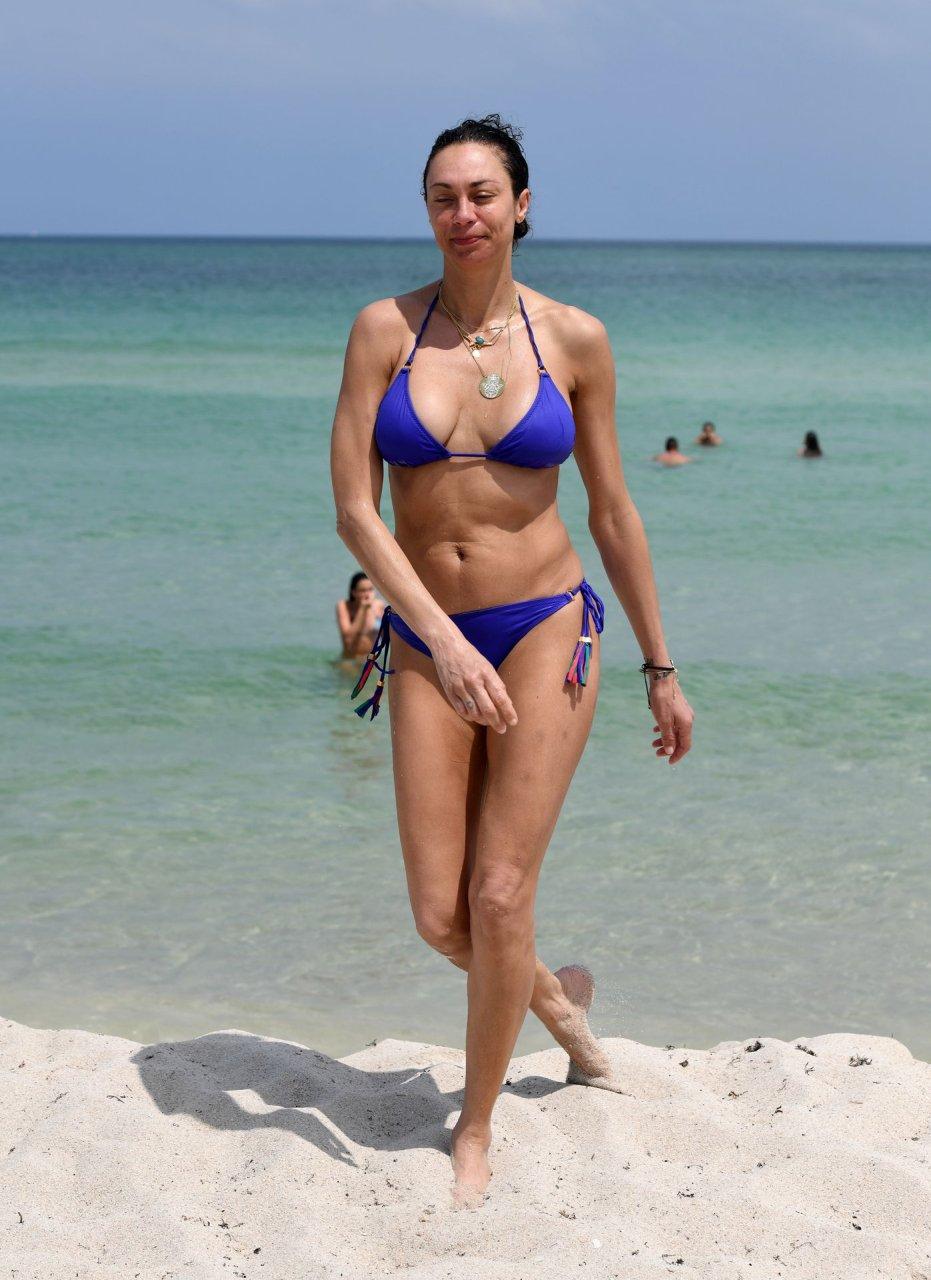 Alison becker topless