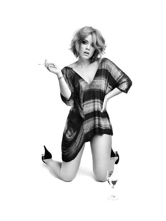 Lily Allen Nude & Sexy (25 Photos)