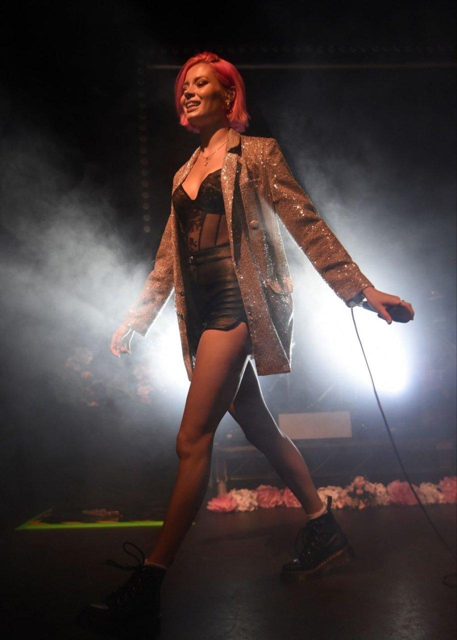 Nina Nesbitt Sexy (22 Photos)