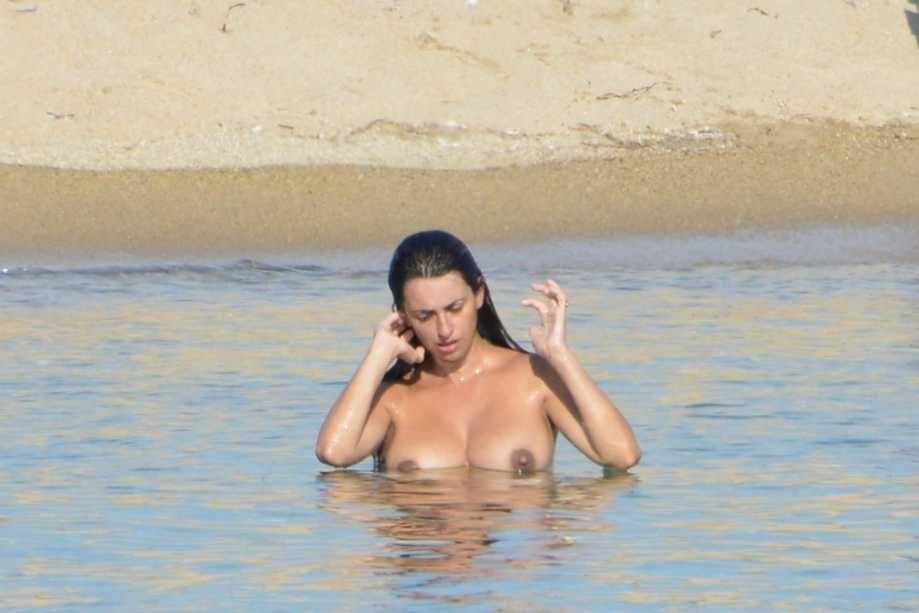 Penelope Cruz Sexy & Topless (15 Photos)