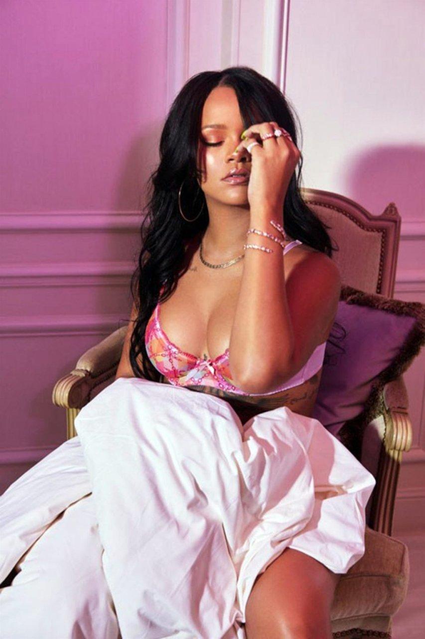 Rihanna Sexy (7 Hot Photos)