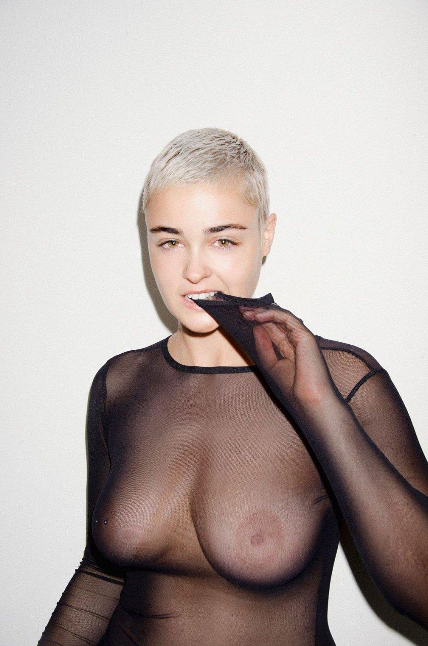 Stefania Ferrario, Jess-Louise Nude & Sexy (13 Photos)
