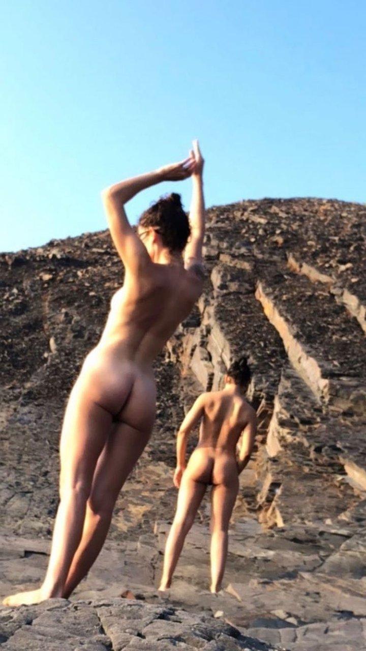 Tessa Thompson Nude (2 Photos)