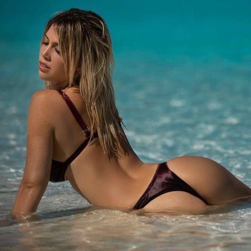 Wanda Nara Nude & Sexy (20 Photos)