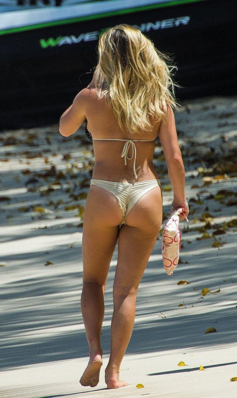 Zara Holland Sexy (25 Photos)