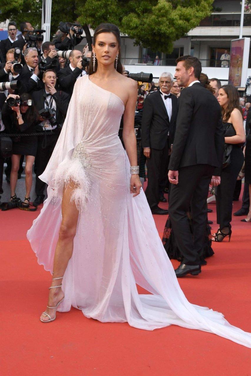 Alessandra Ambrosio Sexy (46 Hot Photos)