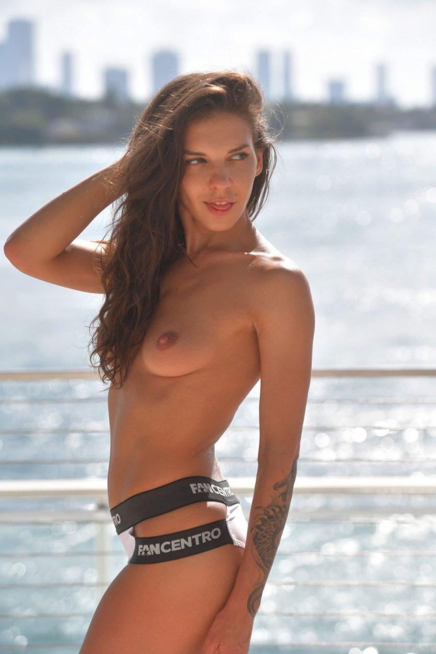 Alina Henessy Topless (6 Photos)