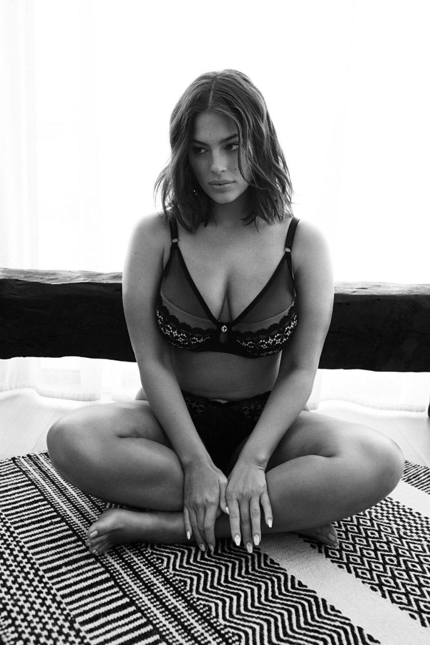 Ashley Graham Sexy (12 New Photos)