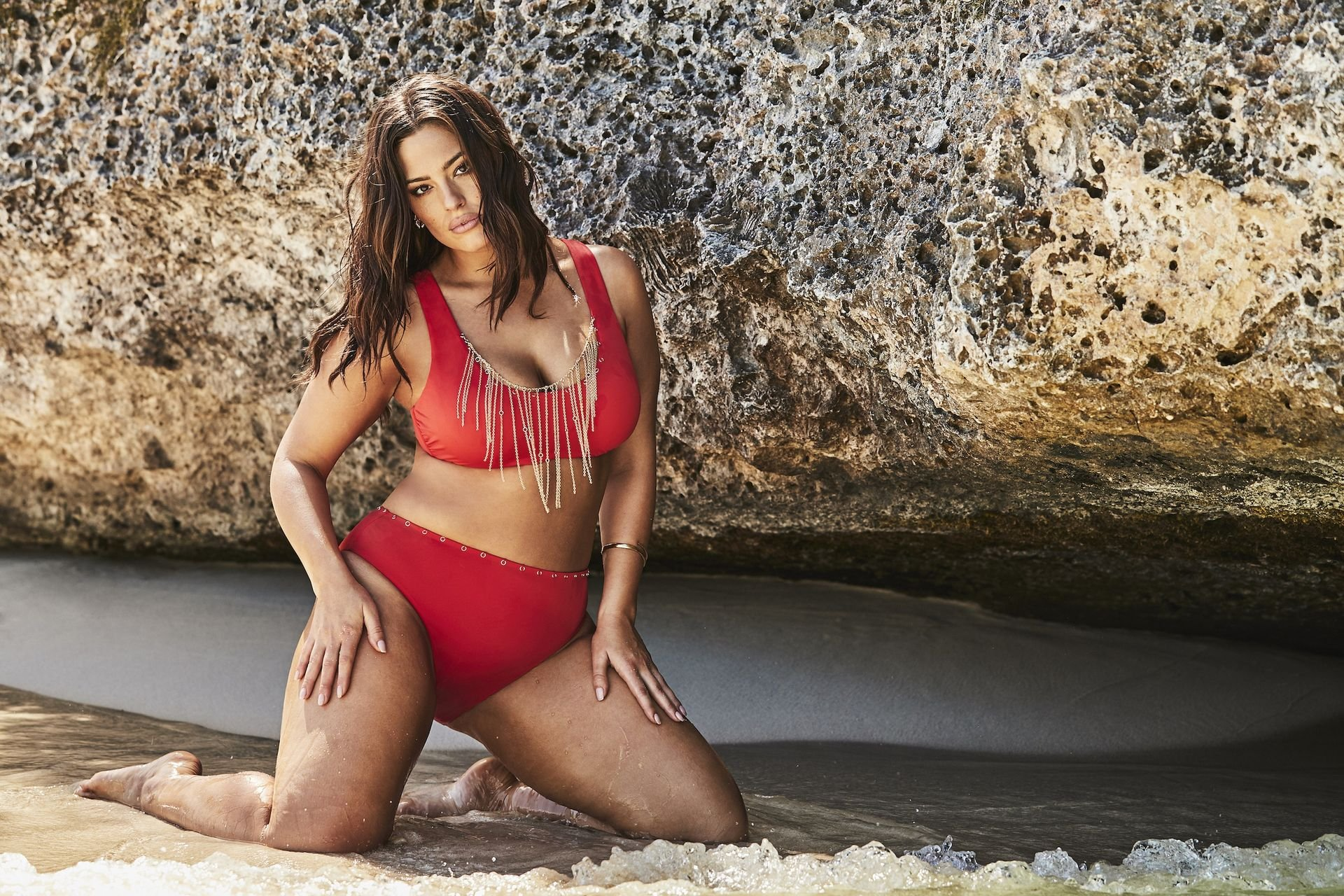 Ashley Graham proudly shows off her voluptuous figure in the new Swimsuits For All summer collection (2019)